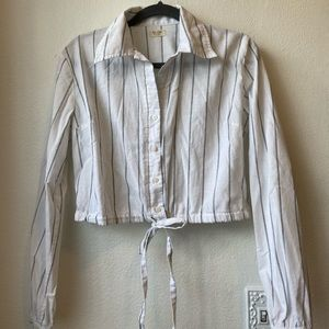 Brandy Melville cropped button up toe shirt OS